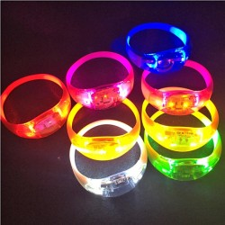 LED šviečianti apyrankė reaguojanti į garsą